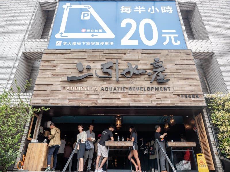 Taipei, Taiwán - 13 de mayo de 2019: Exterior del desarrollo acuático del apego en Taipei, Taiwán Sushi fresco y Sashimi del esti imágenes de archivo libres de regalías