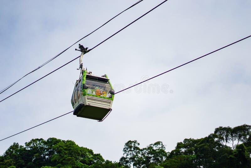 Taipei Taiwan - April 20, 2018: Den Maokong gondolen Det är 4na System för 3KM kabelbil som fungerar mellan zoo för MRT Taipei oc arkivbilder