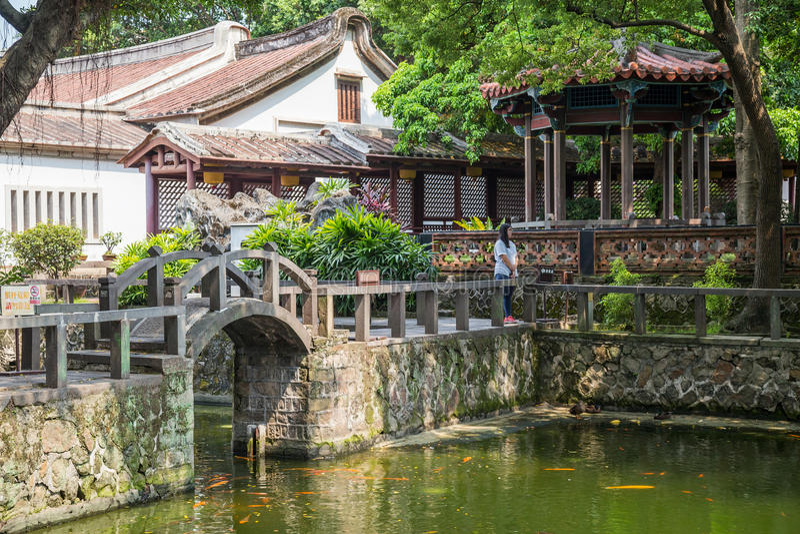 Taipei, Taiwan - cerca do setembro de 2015: Parque público no estilo chinês tradicional na cidade de Taipei, Taiwan foto de stock