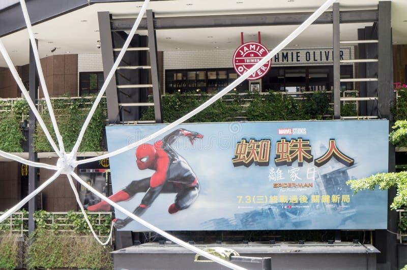 Taipei, Taiwan - 27 de junho de 2019: Anunciando a decoração para o filme 'Spider-Man: Longe da casa 'e das exposições em exterio fotos de stock