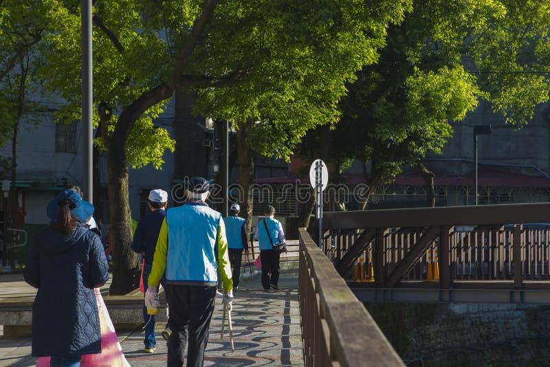 Taipei Taiwan, gemenskap ställa upp som frivillig, miljöskydd, rackar ner på arkivbild