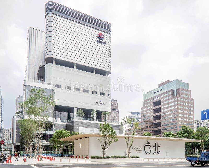Taipei Taiwan - Juni 6, 2016: Taiwan i andra hand Apple Store — Apple Xinyi A13 — i nytt avlägset - östligt varuhus arkivbilder