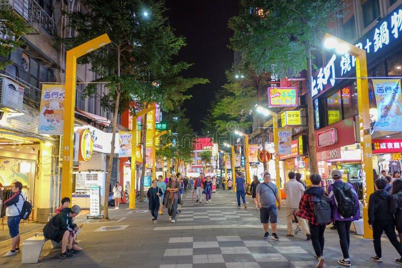 Taipei Taiwan-Oktober 11, 2018: Ximending nattmarknad det mest berömd i taiwan folkbesök royaltyfri foto