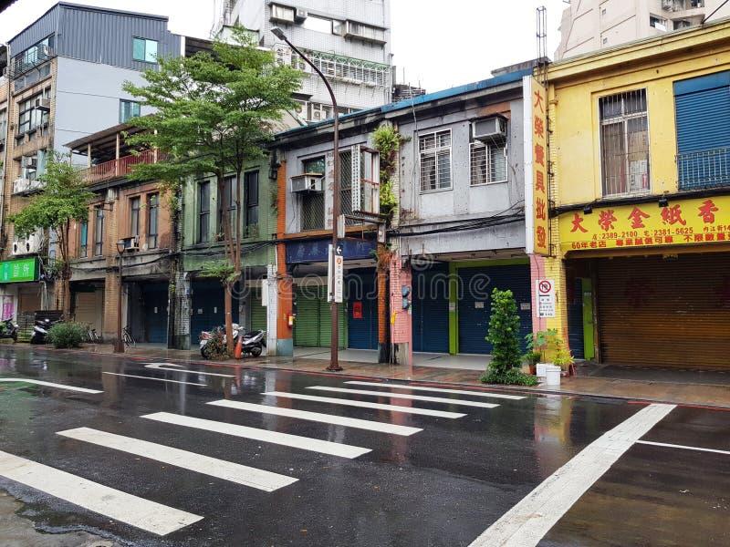 Taipei Taiwan-Oktober 11, 2018: Ximending nattmarknad det mest berömd i taiwan folkbesök i morgon och rainny dag royaltyfria bilder