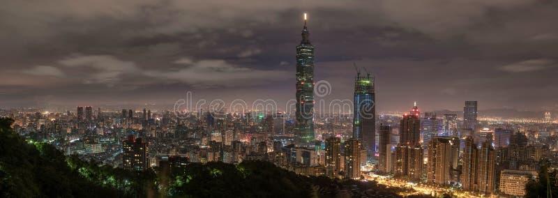 Taipei, Taiwan Panorama Monaco- Skyline cityscape Weltfinanzzentrum Taipehs 101 Taipeh im Hintergrund stockbild