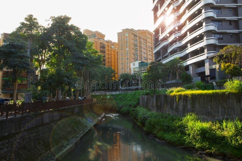 Taipei, Taiwan, parque de comunidade, pouco parque, Creekside foto de stock