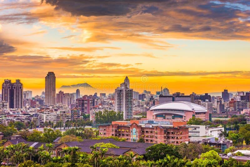 Taipei, Tajwański pejzaż miejski przy półmrokiem fotografia royalty free