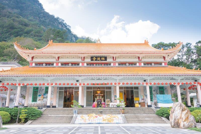 TAIWAN - 18 de janeiro de 2016: Templo de Xiangde no parque nacional de Taroko uma paisagem famosa em Hualien, Taiwan fotografia de stock