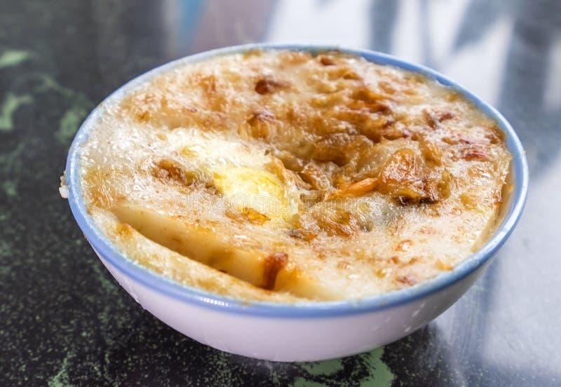 Taiwan-` s unterscheidende berühmte Snäcke: Wohlschmeckendes Reispudding Wa GUI in einer weißen Schüssel auf Steintabelle, Taiwan lizenzfreie stockbilder