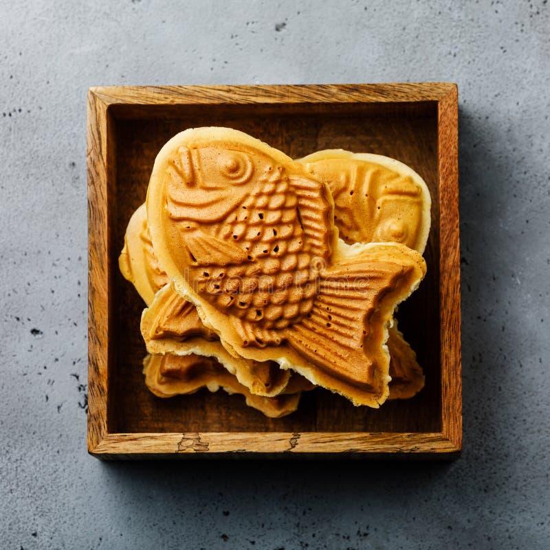 Taiyaki Japoński uliczny jedzenie kształtujący słodki podsadzkowy gofr zdjęcia stock