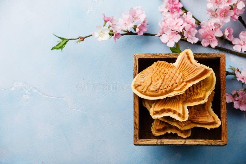 Taiyaki Japoński uliczny jedzenie kształtujący słodki podsadzkowy gofr obraz stock