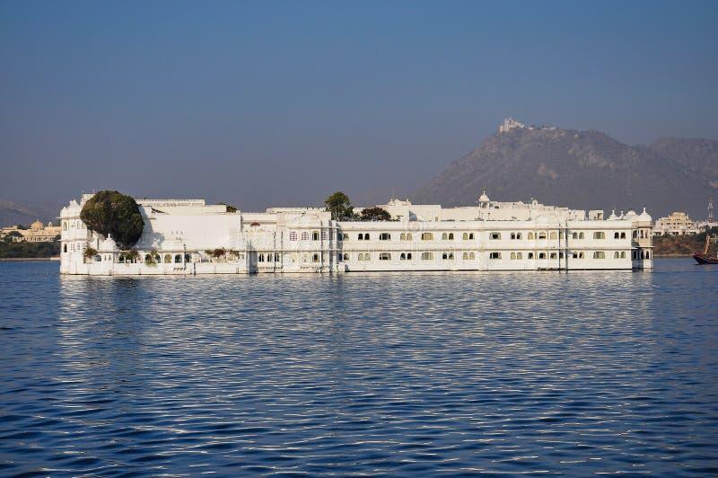 Taj湖的Pichola湖宫殿在乌代浦,拉贾斯坦,印度 库存图片