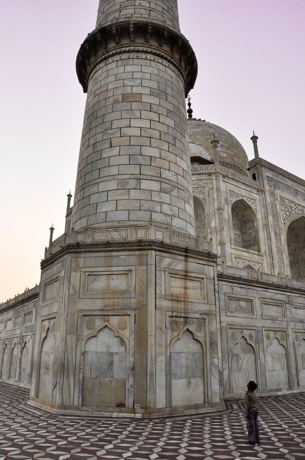 Taj Mahal, αγόρι στο δέο, Agra Ινδία στοκ φωτογραφία