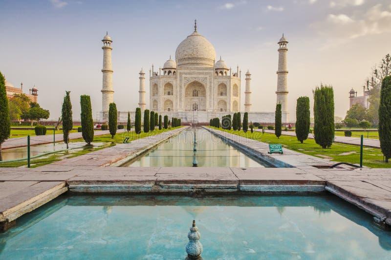 Taj Mahal ad alba fotografie stock libere da diritti