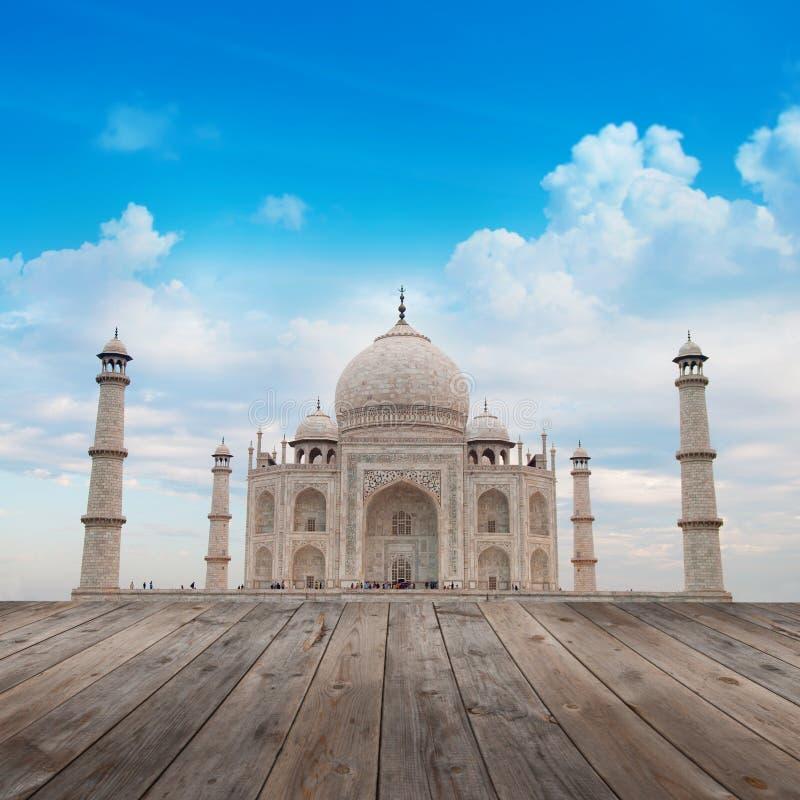 Taj Mahal Agra India avec le ciel bleu images libres de droits
