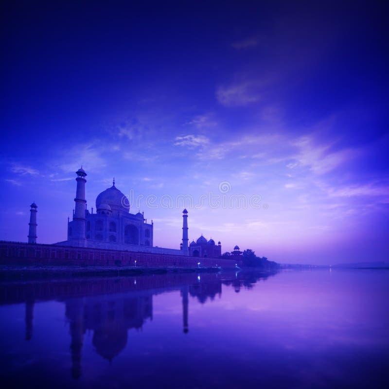 Taj Mahal Agra India op blauw uur royalty-vrije stock foto