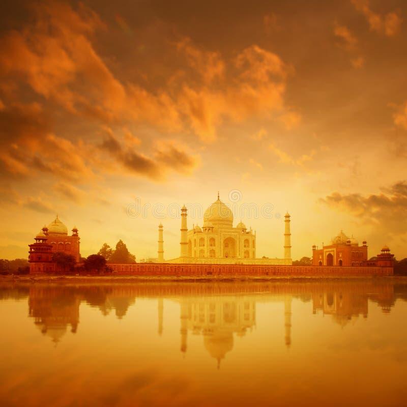 Taj Mahal Agra India sur le lever de soleil images libres de droits