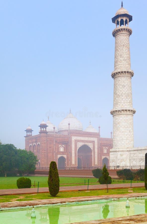 Taj Mahal-Architekturkomplex im Morgennebel lizenzfreies stockbild
