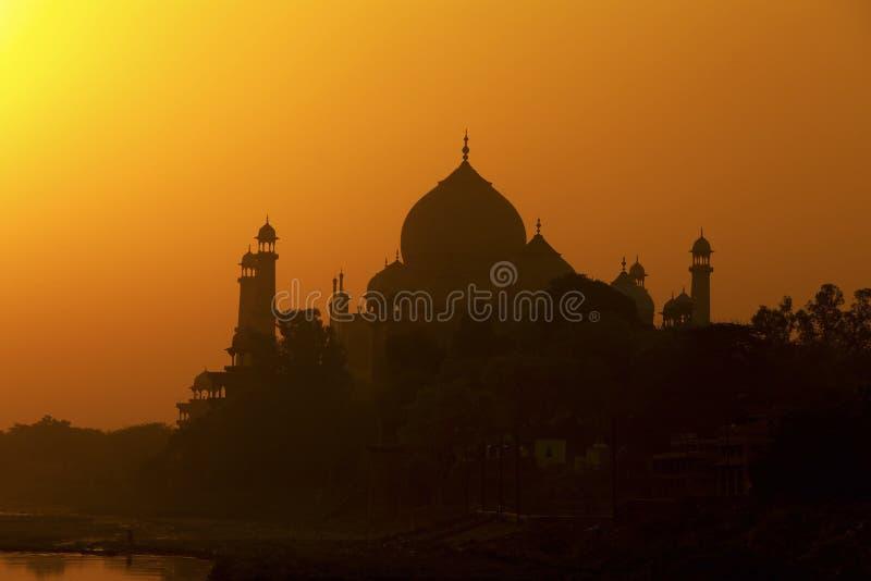 Taj Mahal au coucher du soleil. images libres de droits