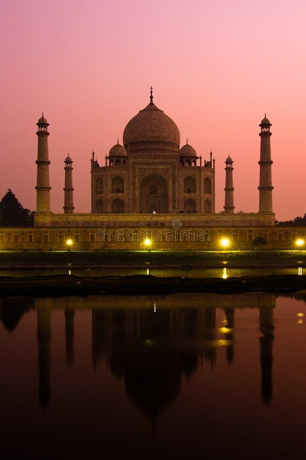 Taj Mahal bij schemer royalty-vrije stock afbeeldingen