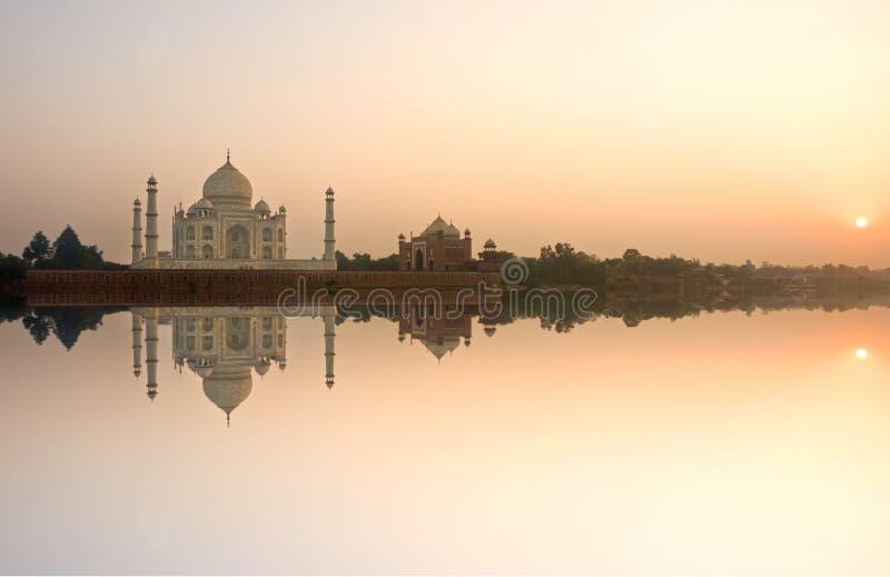 Taj Mahal bij zonsondergang, Agra, Uttar Pradesh, India. royalty-vrije stock foto
