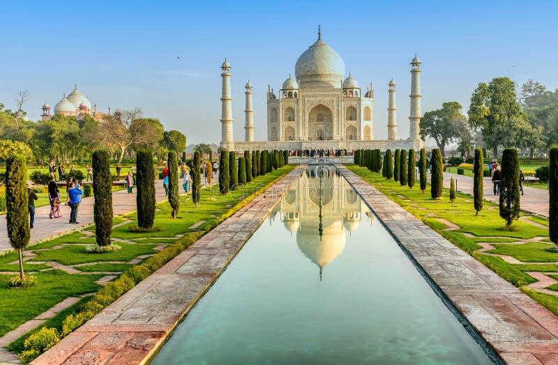 Taj Mahal, céu azul, curso à Índia fotos de stock royalty free