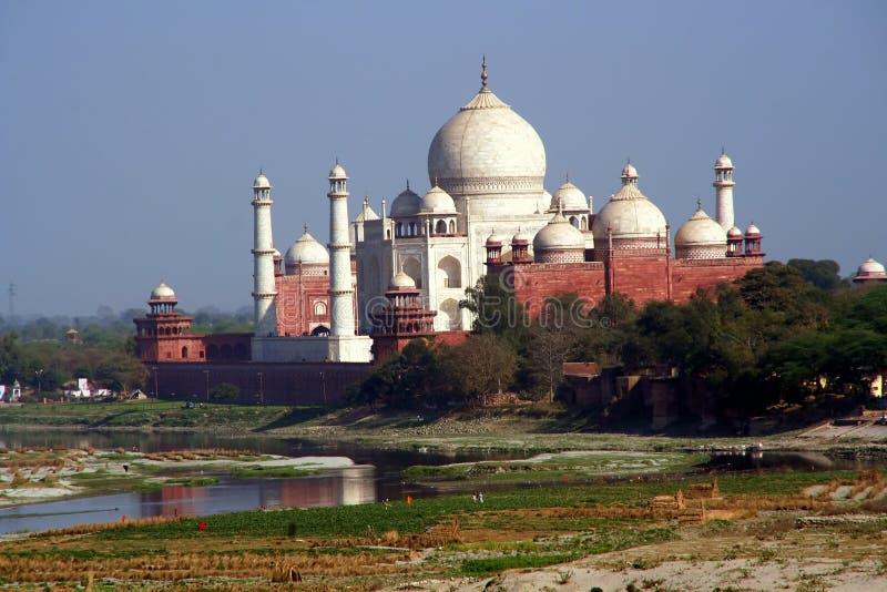 Taj Mahal con il fiume e la riflessione Agra India fotografia stock