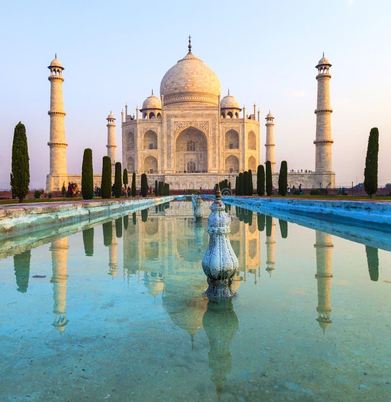Taj Mahal dans la lumi?re de lever de soleil, ?gr? photo libre de droits