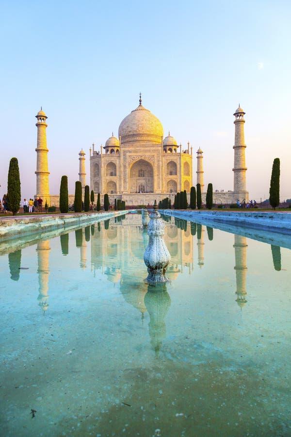 Taj Mahal dans la lumi?re de lever de soleil, ?gr? photographie stock