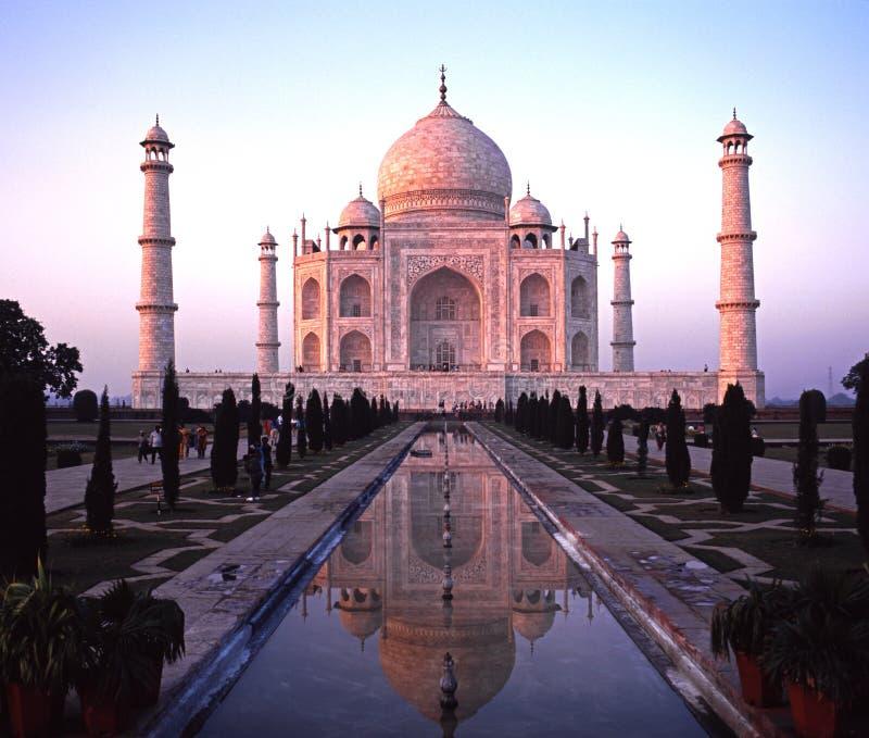 Taj Mahal in de avond, Agra, India stock foto