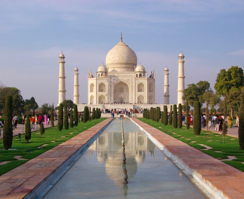 Taj mahal in der Reflexion stockfotografie