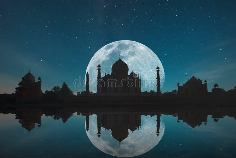 Taj Mahal di notte fotografia stock