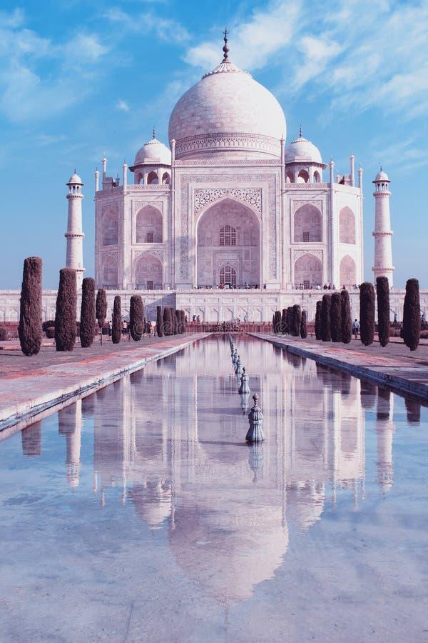 Download Taj Mahal En Agra, La India Imagen de archivo - Imagen de emperador, indio: 64208463