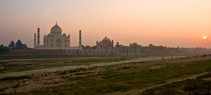 Taj Mahal en la puesta del sol, Agra, Uttar Pradesh, la India. fotos de archivo
