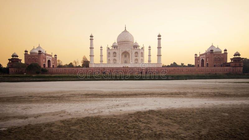 Taj Mahal en la puesta del sol en Agra, la India fotografía de archivo