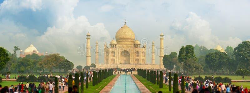 Taj Mahal famoso, visitado por milhares de turistas cada dia AR imagens de stock