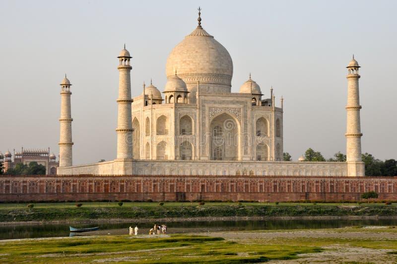 Taj Mahal flodsoluppgång från baksidan, Agra Indien royaltyfria bilder