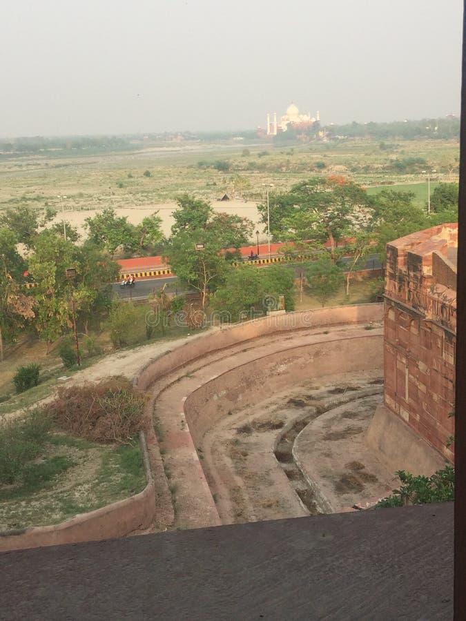 Taj Mahal från det Agra fortet arkivfoton