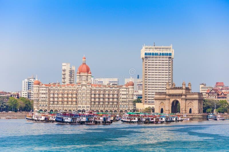 Taj Mahal Hotel und Zugang von Indien lizenzfreie stockbilder