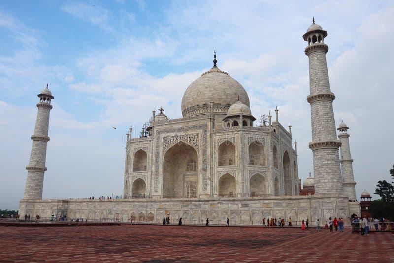 Taj Mahal jest białym marmurowym mauzoleumem na banku Yamuna rzeka w Agra mieście, Uttar Pradesh stan - wizerunek zdjęcia royalty free