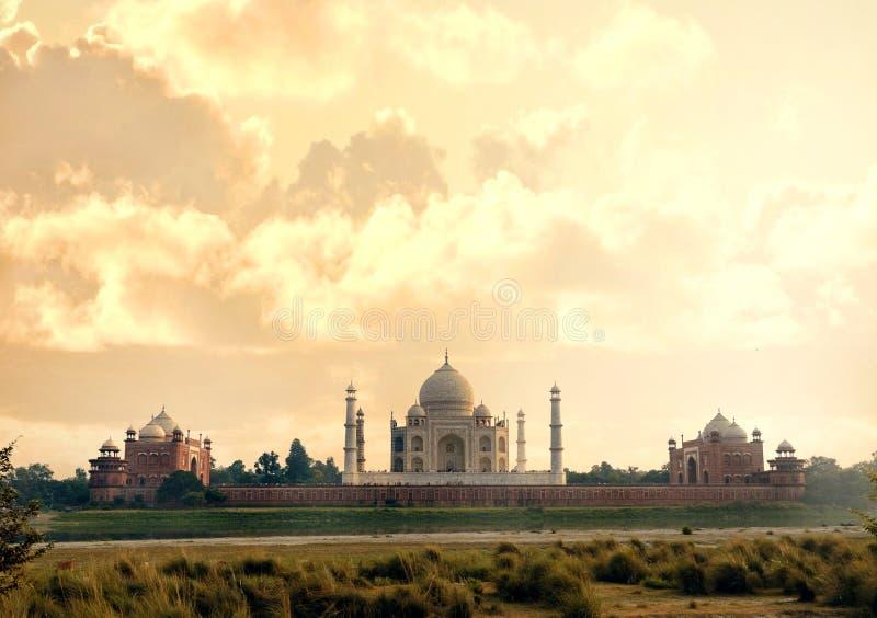 Taj Mahal-mausoleum achtermening van Mehtab Bagh royalty-vrije stock fotografie