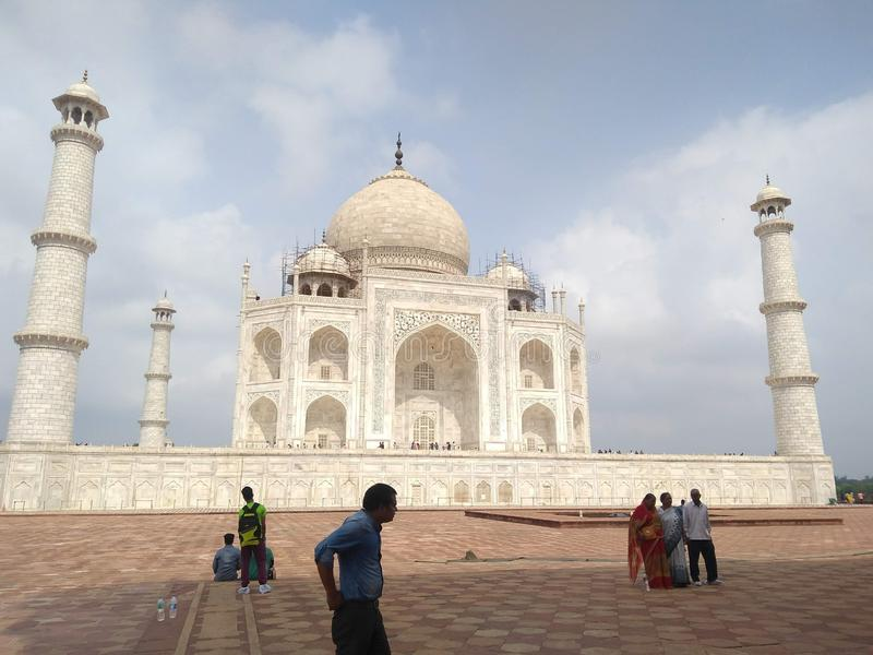 TAJ-MAHAL-MAUSOLEUM INDIEN royaltyfri foto