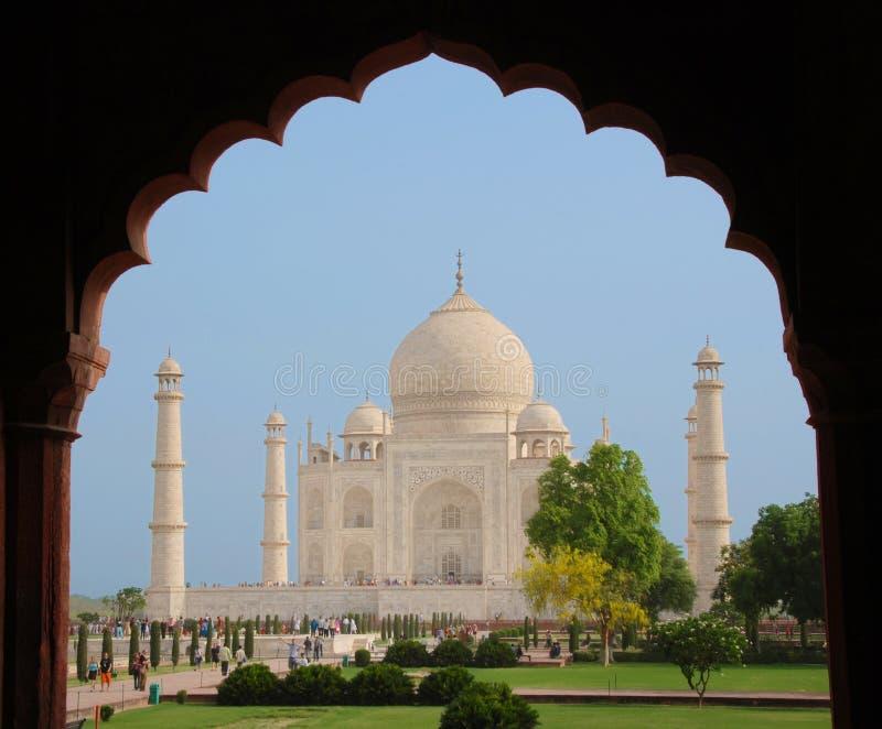Taj Mahal no frame do arco imagens de stock royalty free