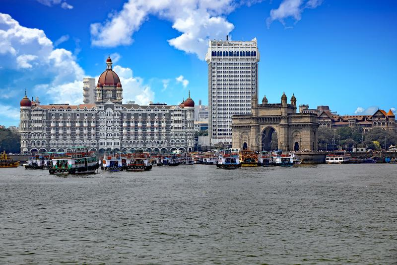 Taj Mahal Palace en de Gateway aan India stock fotografie