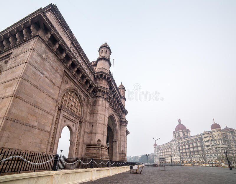 Taj Mahal Palace Hotel en de Gateway van India in Mumbai royalty-vrije stock afbeeldingen