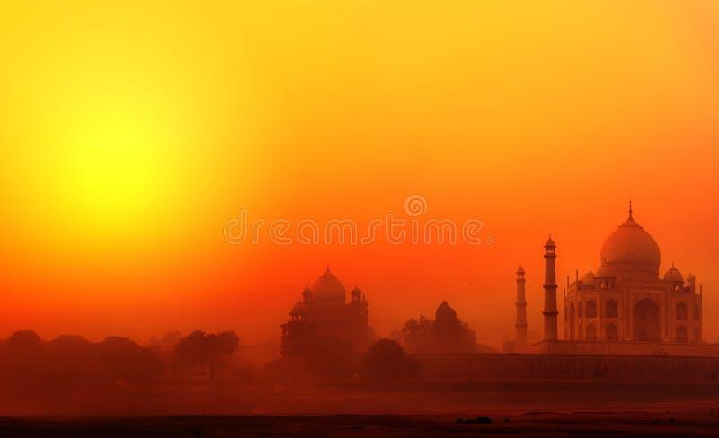 Taj Mahal Palace na Índia. Por do sol indiano de Tajmahal do templo fotografia de stock