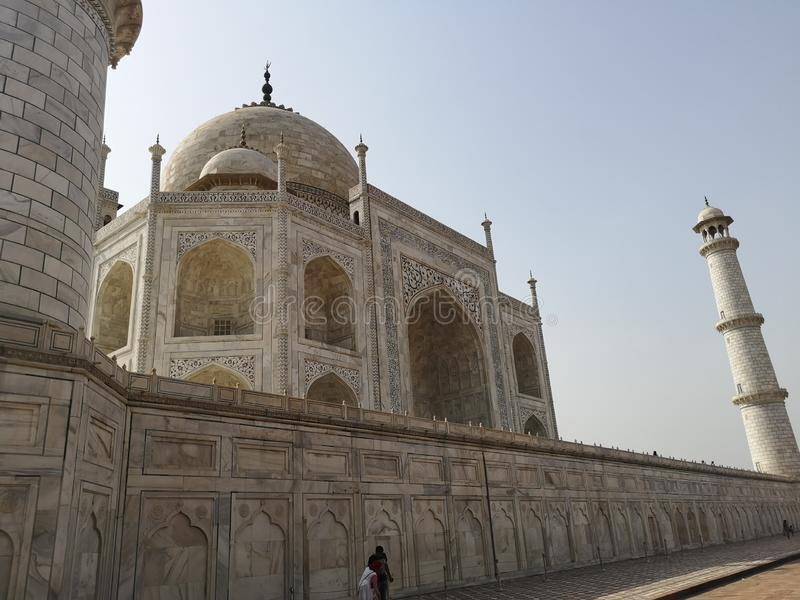 Taj Mahal Side View in de heldere Zon royalty-vrije stock foto