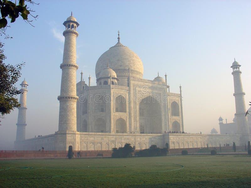 Taj Mahal am Sonnenaufgang stockbild