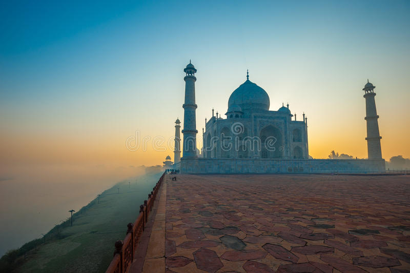 Taj Mahal am Sonnenaufgang, Agra, Indien stockfoto