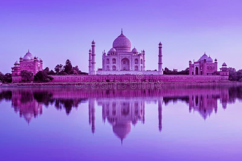 Taj Mahal tijdens zonsondergang in Agra, India stock afbeelding